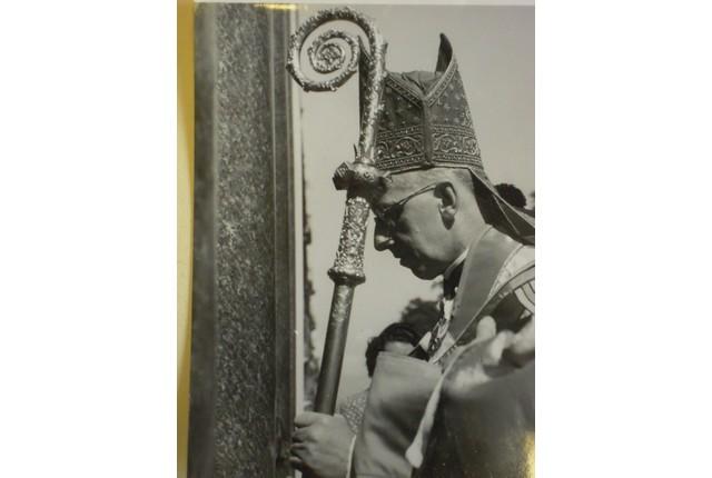 Mgr Louis Séverin Haller (1946? Archives de l'abbaye de Saint-Maurice-AASM, cote ABB 93/25/4)